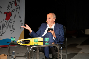 Jan Kraus was entertaining the spectators in Brno, the entrance money will help children with disabilities to do sports